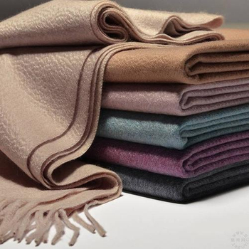 Choose a cashmere wrap for your travel
